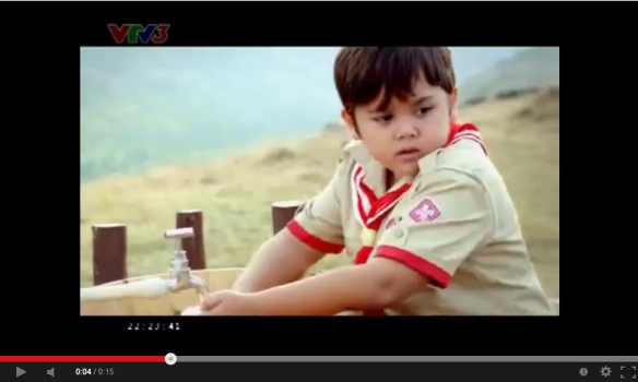 ảnh 3_ Sử dụng hình ảnh bé trai trong quảng cáo mang lại sự gần gũi với nhóm đối tượng công chúng  mà Lifebuoy muốn hướng đến là trẻ em