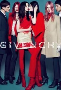 """Thương hiệu GIVENCHY cùng hình ảnh """"khóa môi"""" của hai cô người mẫu"""